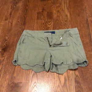 Green scalloped-bottom shorts